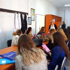 Mësimdhënëset e Fushë Kosovës vetëdijesohen rreth teknikave të vetëkontrollit rreth kancerit të gjirit dhe kancerit të qafës së mitrës.